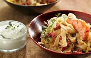 Tagliatelle with prawns and yoghurt