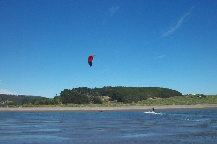 kitesurf en estero Nilahue, Pichilemu.