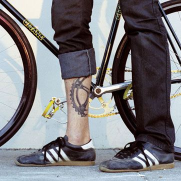 too cool. (not a fan of calf tattoos, for this i make an exception... and i want those shoes)
