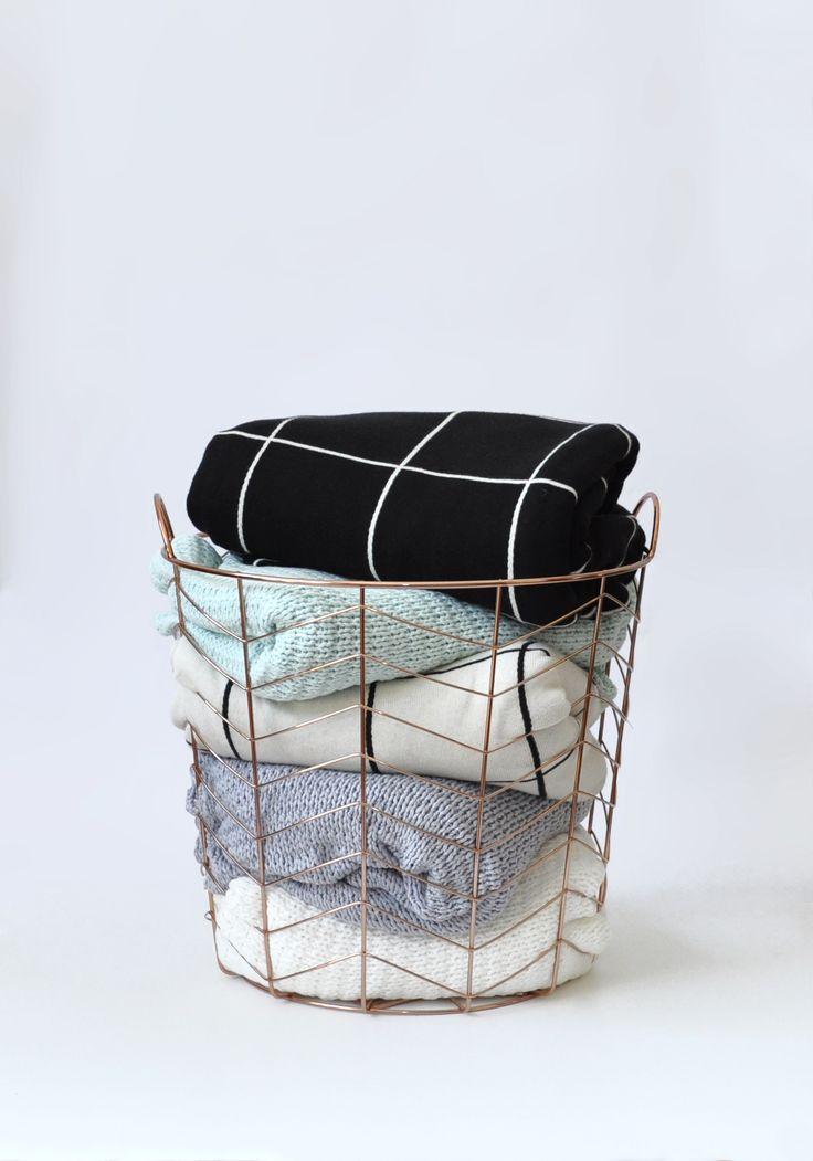 POL Clothing basket of blankets x