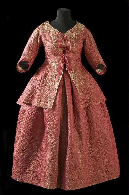"""Bride's dress from 1781. """"Brudklänning, kofta och kjol, av rött siden, med stickningar i olika mönster, bl.a. växtmotiv. Matlaserad med ylle, fodrad med linne. Kofta med halvlånga ärmar. Knytes med sidenband framtill. Historik: Buren som brudklänning den 2/10 1781 av sedermera överstinnan Ulrica von Hauswolf, f. Wåhlin, vid hennes bröllop med majoren, sedermera överste i Helsingborg Olvier Salomon von Hauswolf. """""""