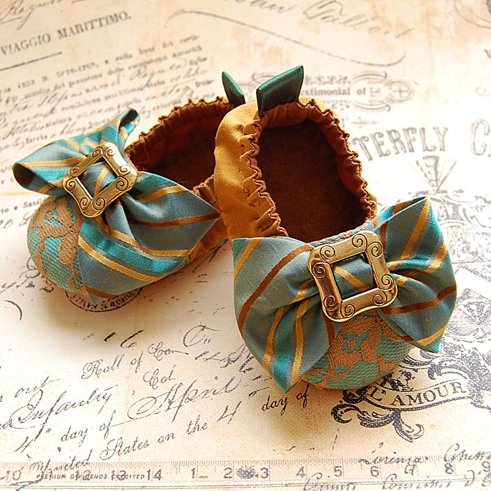 SO adorable!!    CAPRICE-silk and lace baby shoes