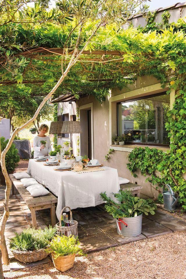 Schmale Terrasse neben dem Haus: Baldachin mit viel Grün !! (A) – # canachin #d …