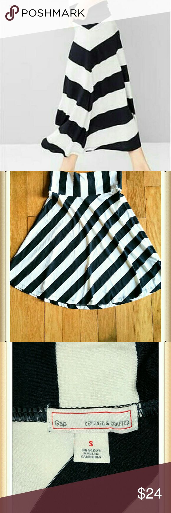 Gap striped navy and white maxi skirt Navy and white maxi 25 inches long. Amazing material it's do comfortable to wear. Excellent condition  95%vicose  5% spandex GAP Skirts Maxi