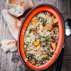 quinoa-pompoensalade met zongedroogde tomaatjes en lijnzaad