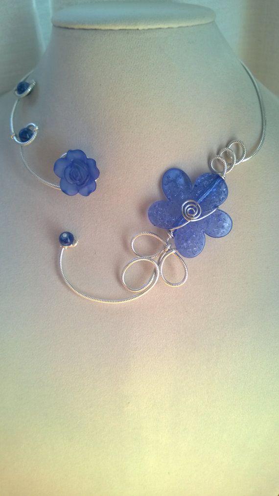 Boucles d'oreilles libres  collier bleu  par LesBijouxLibellule