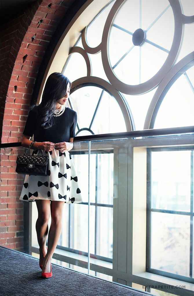 Petite fashion bloggers :: Extra Petite :: H&M Bow Print Dress + Red Suede Pumps