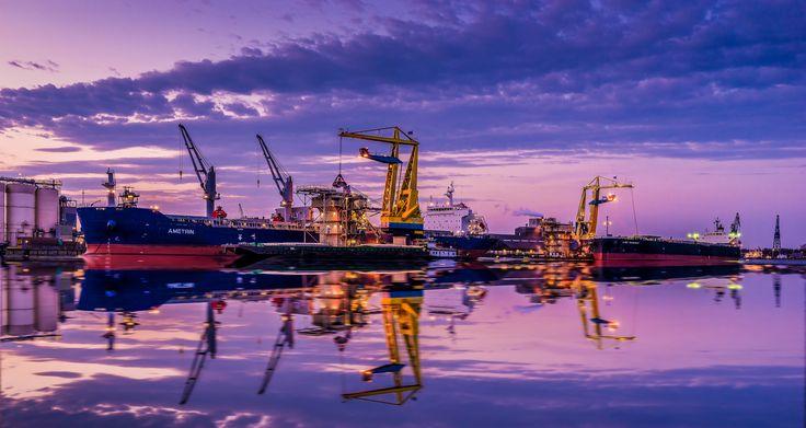 https://flic.kr/p/GApiVa   Port activity (Explored 29-4-2016)   Amsterdam