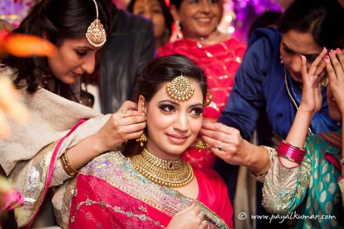 Love the jwellery..  A Close Knit Chandigarh Engagement : Yasmeen & Sidak — Wed Me Good Blog soo stunning ❤️