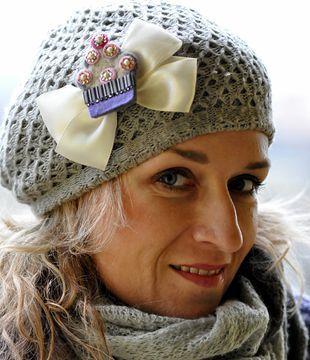 Vyrobte si brož cup cake k ozdobení čepic, klobouku nebo kabátu. | Davona výtvarné návody
