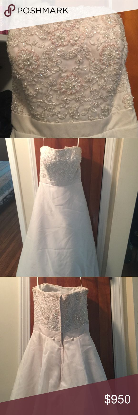 🔴📢Black Friday Sale!James Clifford James Clifford Collection Wedding Dress**Strapless**Ivory Satin with a hint of pink flowers**Size:00-0**Waist:24-25 inches...Absolutely Gorgeous! Worn only once in 2009 James Clifford Collection Dresses Wedding