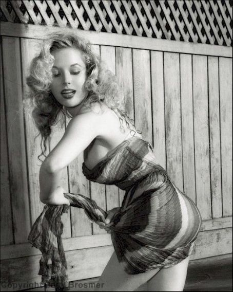 Betty BrosmerBetty Brosmer, Vintage Pinup, Vintage Photography, Pinup Girls, Femme Fatale, Pinup Photos, Beach Life, Classic Pin, Pinup Classic