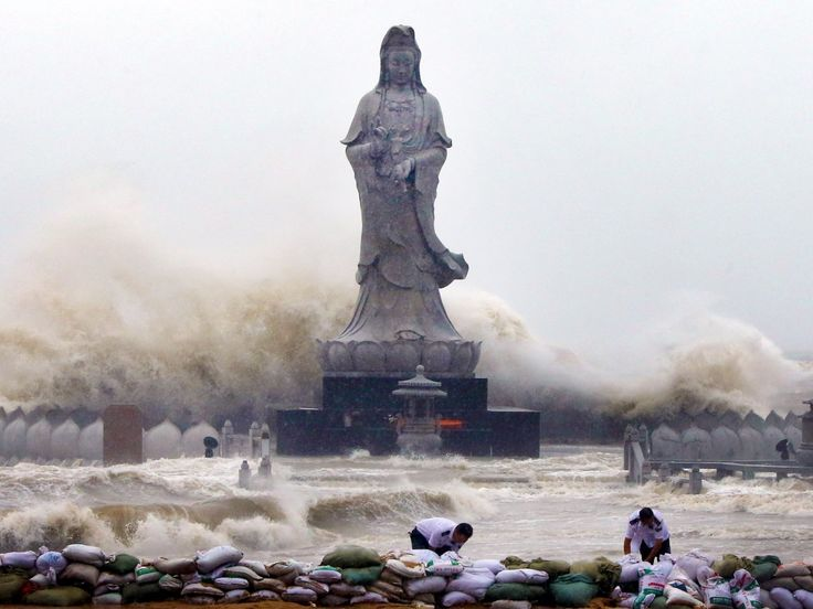 A similar Avalokitesvara Bodhisattva statue weathered the harsh waters brought on by Typhoon Dujuan in Quanzhou, Fujian province, in 2015.