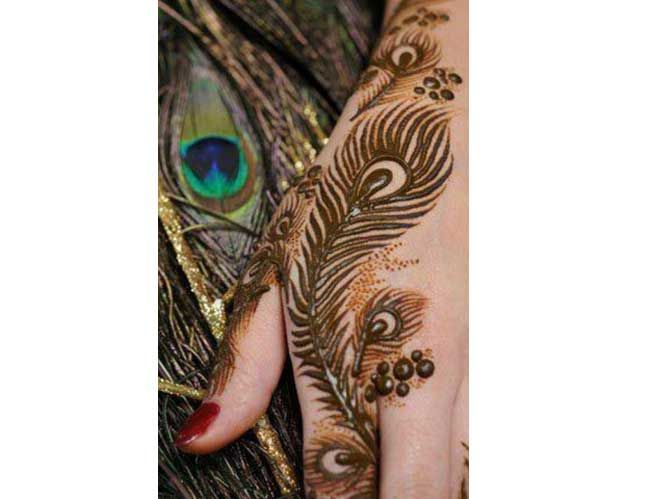 19 Beautiful Feather Henna Designs You Will Love To Try: Top 10 Beautiful Peacock Feather Mehndi Designs