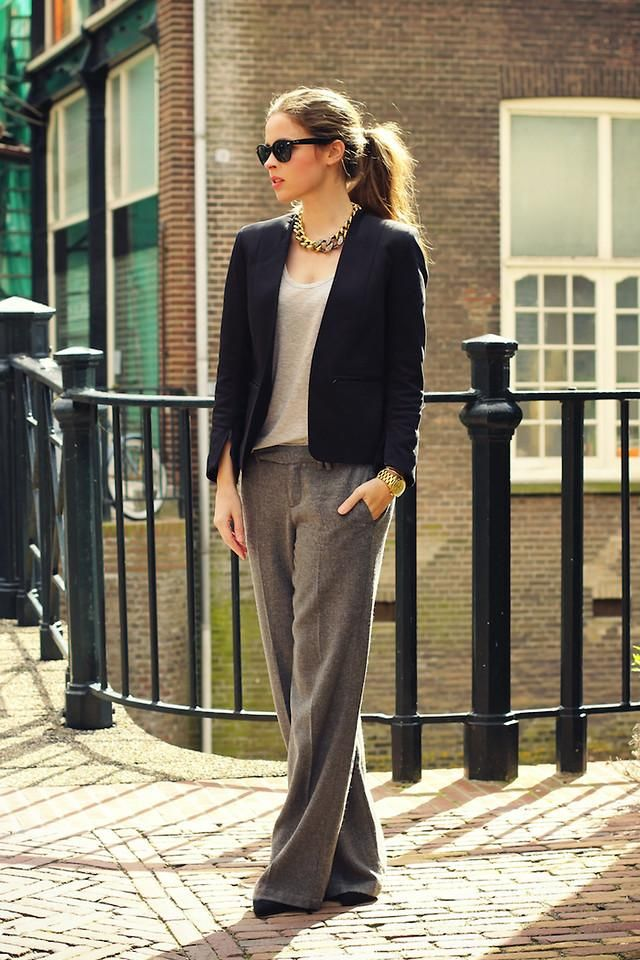 Love it!Wide Legs Pants, Work Wear, Chains Necklaces, Work Outfit, Business Casual, Wide Legs Trousers, Grey Trousers, Work Attire, Business Chic