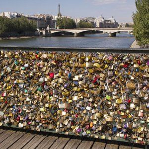 Paris Bridge Collapses From Weight of 'Love Locks'
