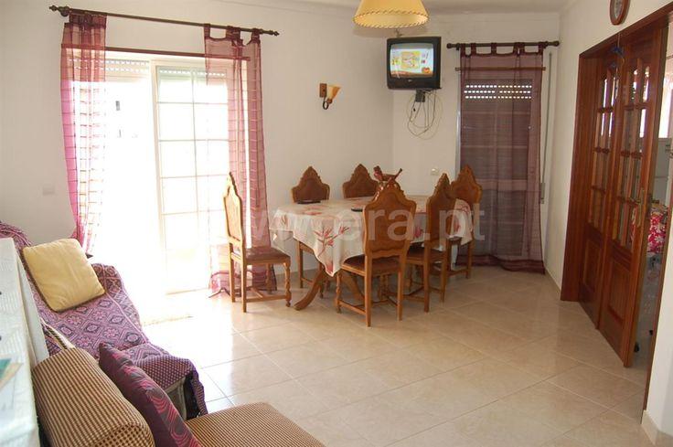 2 bedroom apartment in good condition. Near Alvor and Portimão. Nice Balcony facing south .