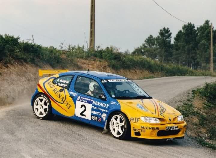 Elf lubricantes es patrocinador de carreras y de algunos equipos de coches de rally.