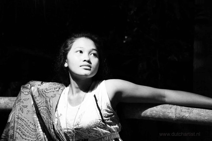 Balinese young woman model Ni Made. 1 photo 100 euro - send as attachment. Printsize A4 with photo paper Photo 3 MB emilesvv@hotmail.com