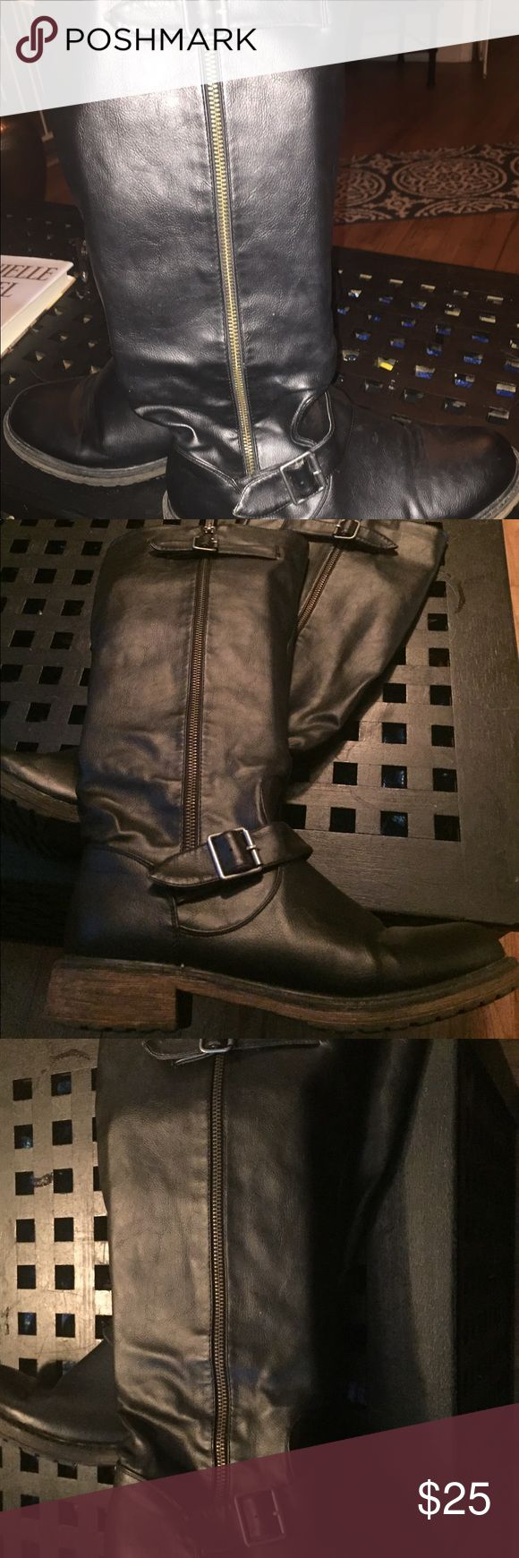 EUC SKECHERS BLACK KNEE HIGH BOOTS SIZE 8.5 These black boots made by Skechers are in excellent condition they are size 8 1/2 they are black they have zippers up each side and then go up to the knee they have a lighter colored sole Skechers Shoes Winter & Rain Boots