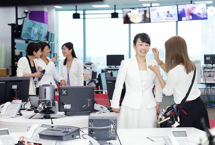 11月7日、テレビ東京のニュースが変わります。モーサテも装いを新たにスタート予定。某日、経済4番組のキャスターが勢ぞろいして抱負コメントを収録しました。メーキングからの1枚です。 #モーサテ #mstv #tvtokyo #佐々木明子 #大橋未歩 #狩野恵里 #大江麻理子