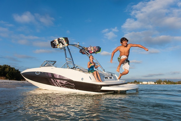 Enthusiasm, water and a 215 Deck Boat make the perfect combo for a big splash! #fun #boats
