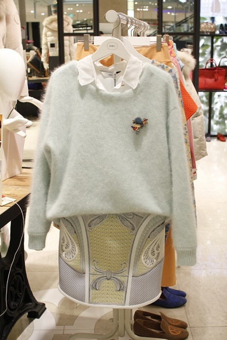 pure mint color Angora knit top@현대백화점