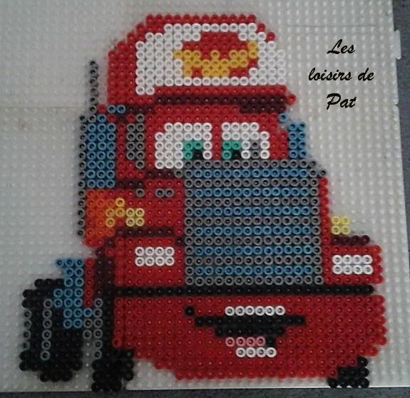 Mack, le camion du dessin animé Cars de Disney. Pour réaliser ce modèle, il vous faut 4 grandes plaques carréesLe voici repassé et mis sur le mur de mon loulou :)D'autres modéles Cars : Carla Veloso Rip clutchgoneski Francesco Bernoulli Flash McQueen...