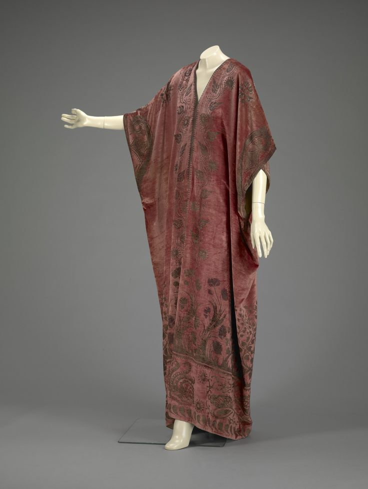 1920-1929, Spain - Kaftan by Mariano Fortuny - Silk velvet, stencilled with gold and silver metallic dyes