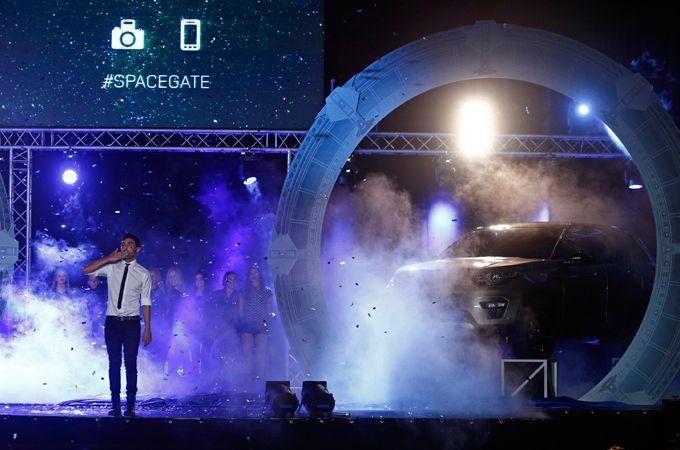 El mago pop teletransporta el nuevo Land Rover Discovery Sport