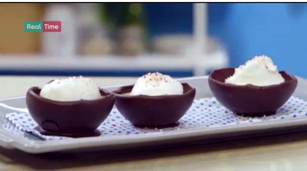 Ricette Benedetta Parodi: isola galleggiante con cioccolato e meringhe (VIDEO)