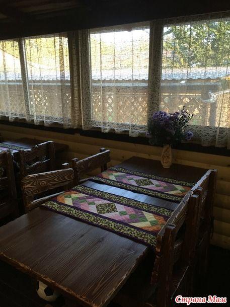 Лоскутная мозаика - мои работы. Оформление интерьера кафе - лоскутные дорожки на стол.
