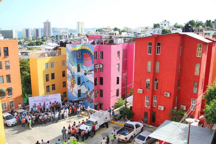 ] ACAPULCO, Gro. * 29 de agosto de 2017. Gobierno de Acapulco Dando una nueva imagen de la ciudad, el gobierno municipal de Acapulco que encabeza el alcalde, Evodio Velázquez, implementó el programa de Mejoramiento de Unidades Habitacionales con Arte Urbano, con el cual se han elaborado 54...