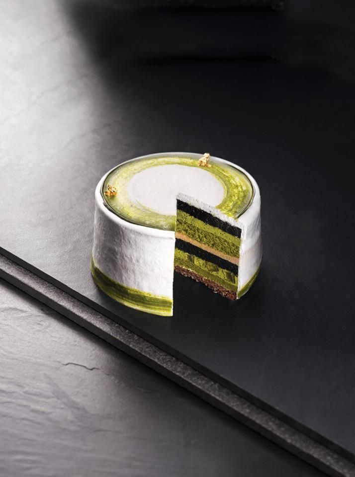 Uji Matcha and Black Sugar Charcoal Cake [Matcha mousse, sponge cake, black sugar mousse, bamboo charcoal cake, crispy chocolate base and kanten cube] |