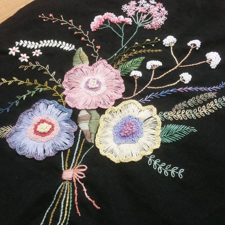 #쿠션#프랑스자수 #송도신도시 #자수수강 #소품판매 #고급반 #스티치북 #선물 #린넨원단 #embroidery #hadecrafted #cushion #stitch #bag #flower #handmade