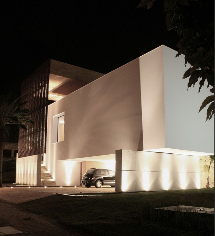 Architectural Exterior Lighting Accentuates The Masculine Lines House Lightinglighting Designlighting