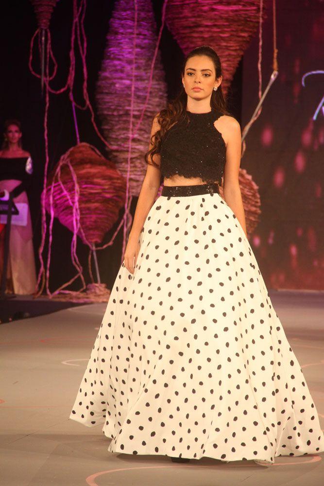 falda y croptop en blanco y negro