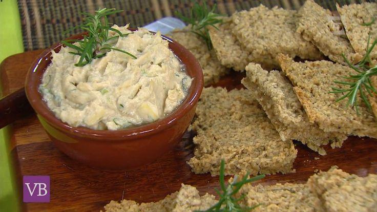 A Chef Julia nos ensina a fazer uma prática receita de pão de alecrim sem glúten e patê de frango com erva doce.
