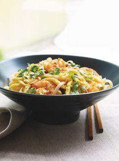 Pad thaï aux crevettes et au citron vert Recettes   Ricardo Je fais souvent une version au tofu. Miam!
