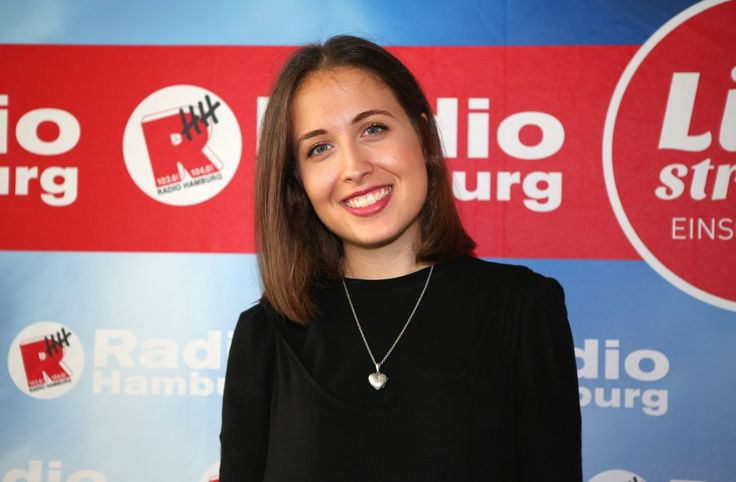 Alice Merton at Radio Hamburg 08/03/2017 | Celebrity Uncensored! Read more: http://celxxx.com/2017/08/alice-merton-at-radio-hamburg-08032017/