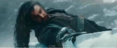 """Defining image from The Hobbit, BOTFA. Richard Armitage as Thorin Oakenshield, King Under the Mountain. (anybody notice, Bilbo is """"Underhill""""?)  Hello, Orcrist!!!"""