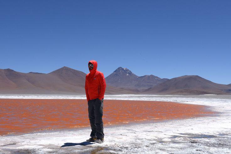 Salar de Pujsa, Atacama, Chile  Maailman kuivimmasta autiomaasta löytyy järvi, joka on pukeutunut punaiseen. http://www.exploras.net/uudet-tekstit/#/10-ikkunaa-atacamaan-chileen/