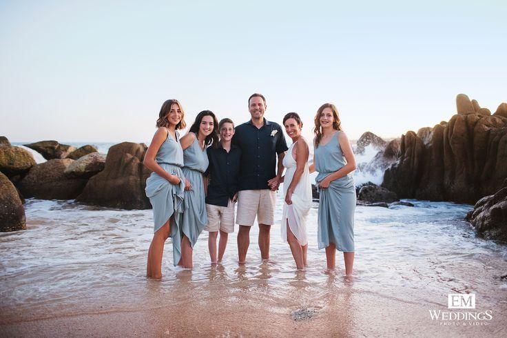 Great wedding moment at Hilton Los Cabos Beach & Golf Resort , magnificent family! #emweddingsphotography #destinationwedding