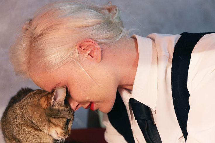 #LinaFrida love, cat