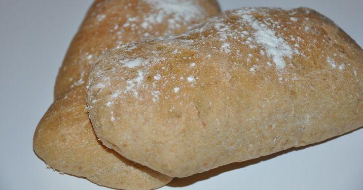 Dissesandwichbrød er simpelthen for lækre, de er bløde og saftige samtidig med at der er bid i dem. Super lækkert sandwichbrød til frokost...