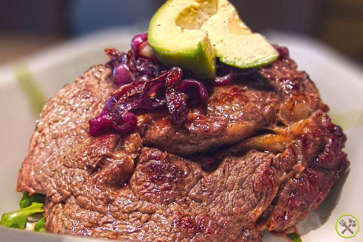 Rood vlees is - af en toe- een heel goede bron voor ijzer. Mager rood vlees doet je cholesterol dalen en bevat de nodige vitaminen en enzymen.