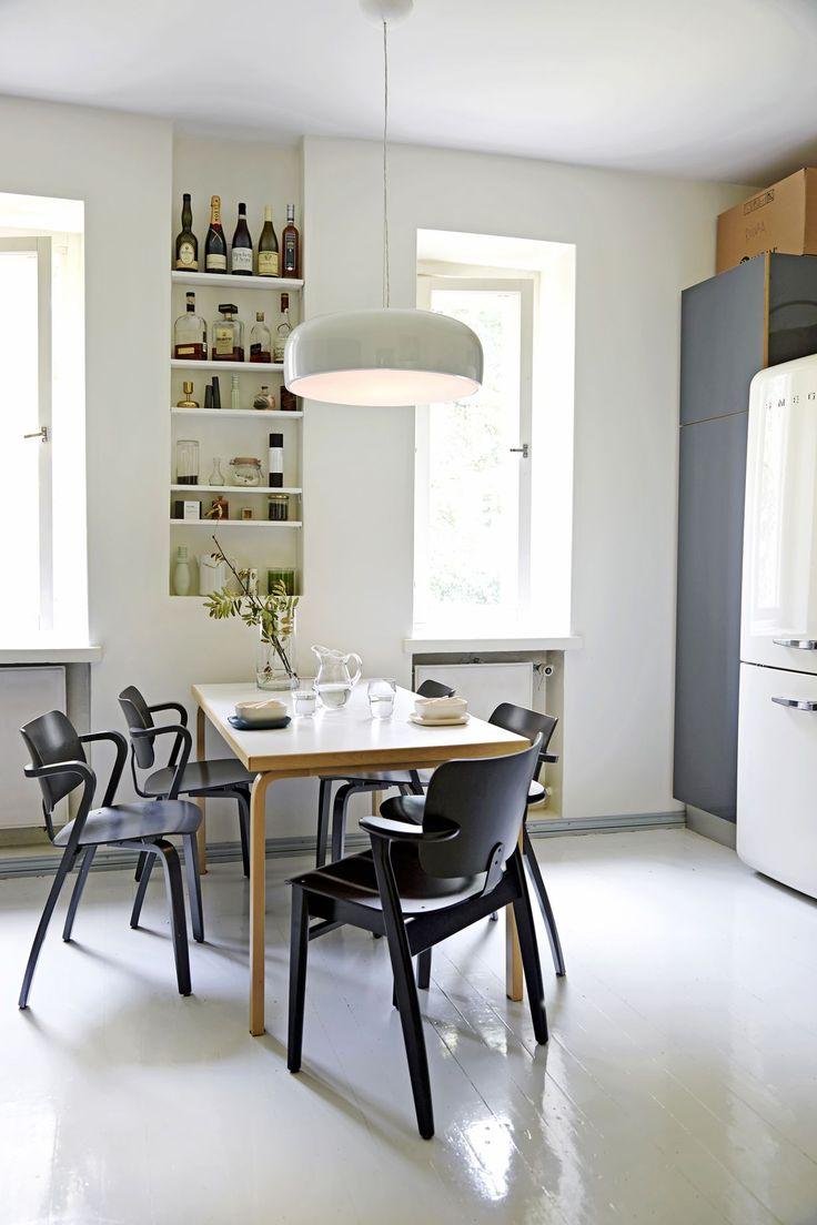 Väljyys, vaaleat seinät ja mintunvihreä kylpyhuone olivat ratkaisut, joilla helsinkiläispari loi kodistaan rauhallisen. Kylpyhuoneremontin lisäksi...