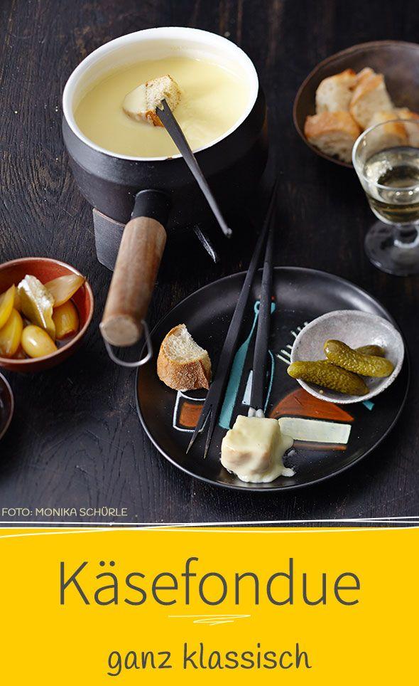 Bei unserem Rezept für klassisches Käsefondue verwenden wir Greyerzer und reifen Vacherin. Das gibt ganz viel Geschmack.