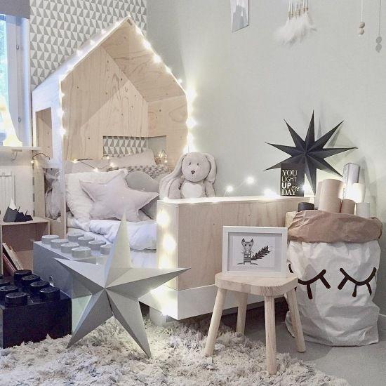 Świąteczne dekoracja łóżka-domku w pokoju dziecięcym - Lovingit.pl