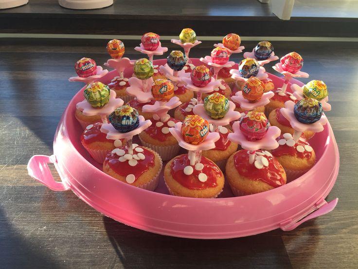 Leuke, vrolijke traktaties! Cupcake paddestoel, lolly en een bloemetje van Fondant!!